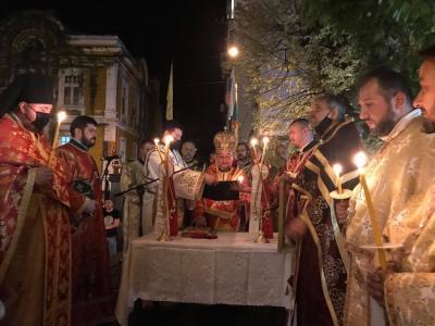 Стотици старозагорци се стекоха на Пасхалното богослужение в катедралния храм Св. Николай