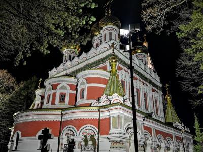 С камбанен звън грейна новото осветление на Шипченския манастир