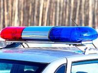 Задържаха 21-годишен, пребил непознат мъж, и 19-годишна, откраднала кутия с дарения